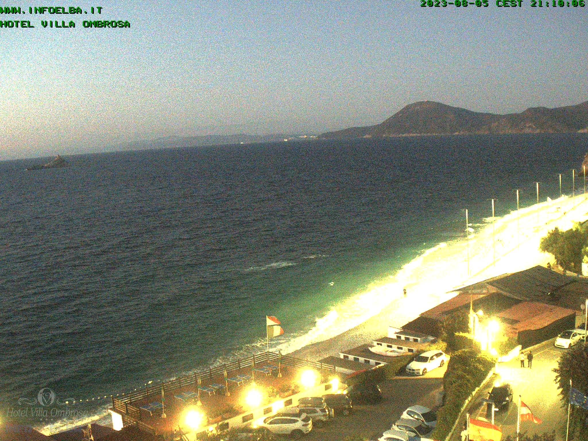 immagini della webcam sulla spiaggia de Le Ghiaie a Portoferraio - Isola d'Elba align=